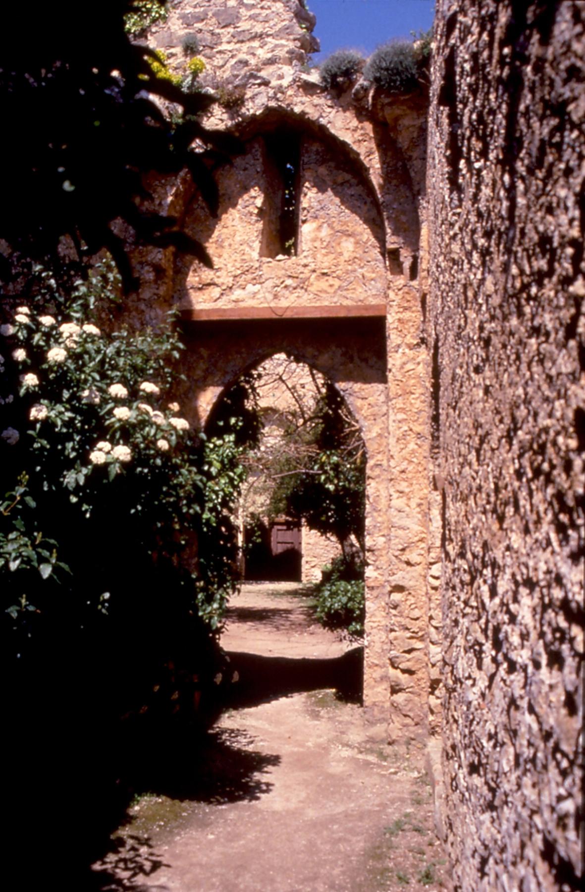Castellaccio di Monte Caputo: Cortile interno