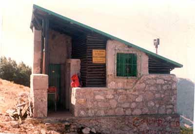 Rimosso il tetto del Rifugio Severino su Pizzo Carbonara